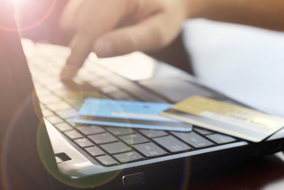 Kartične zlorabe in zavarovanja za primer zlorabe: Največ groženj je na spletu!