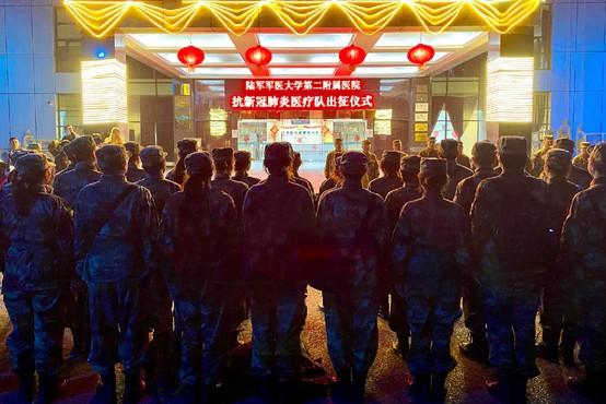 Virus na Kitajskem zahteval nova življenja, ob tem se še naprej hitro širi