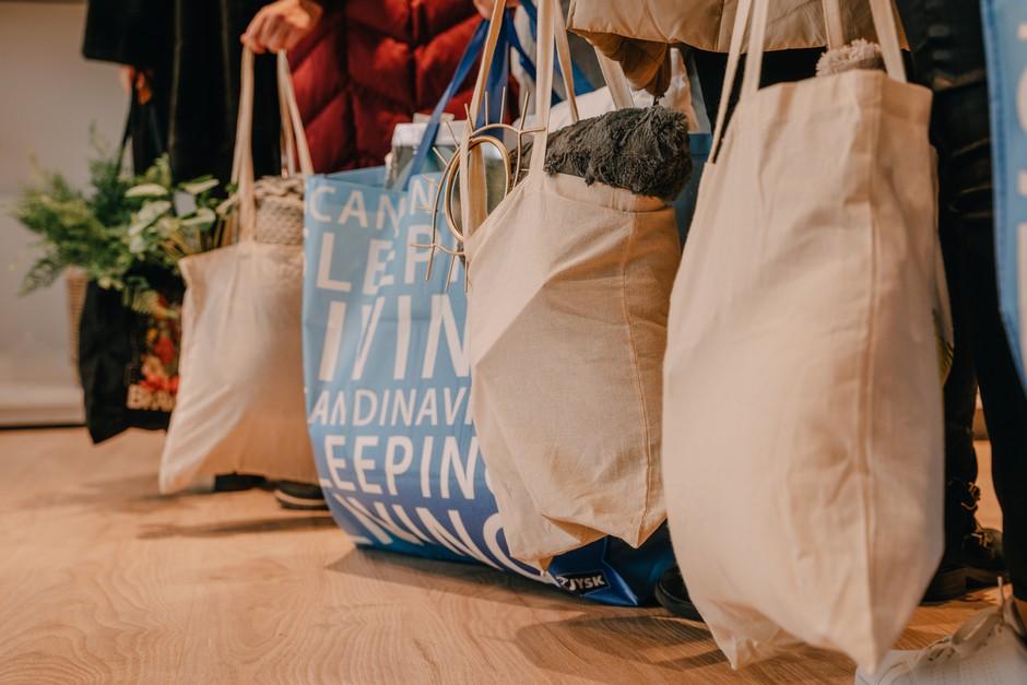 Nenavaden, a hvalevreden pristop: Vrečko prinesite, popuste odnesite! (foto: PROMO)