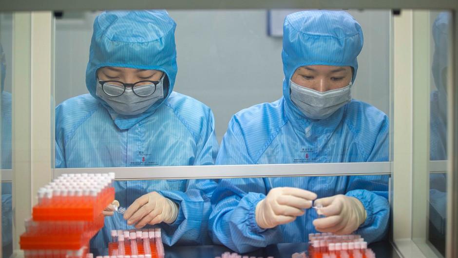 Iz Kitajske evakuirali prve tujce, število žrtev in okužb narašča (foto: profimedia)