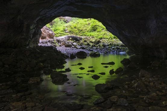 Reševanje ponesrečenca iz slovenske jame v oddaji Rescued National Geographica