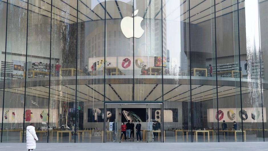 Apple zaradi novega virusa zaprl trgovine na Kitajskem (foto: profimedia)