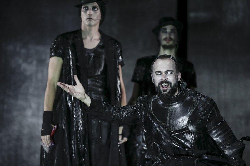 Prizor iz Goethejevega Fausta, kot ga je leta 2015 na oder postavil Tomaž Pandur.