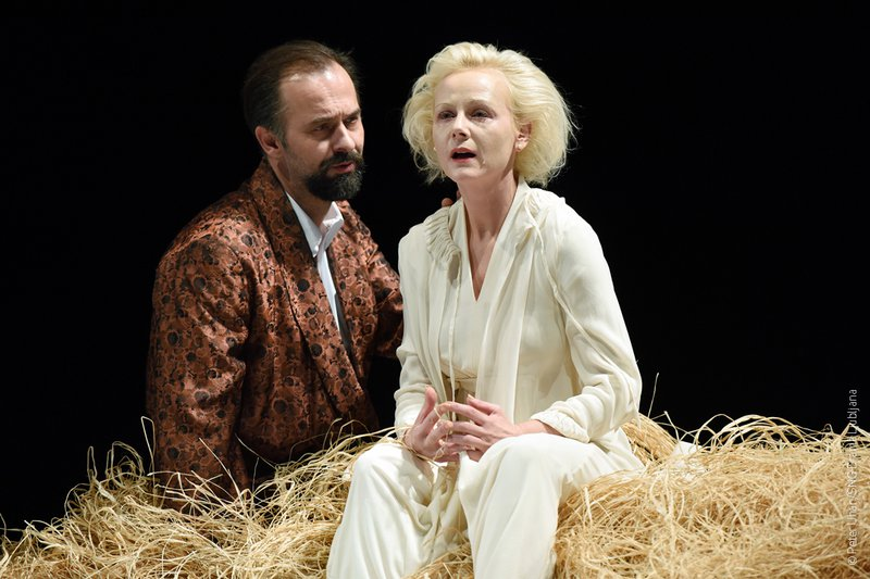 V drami Čehova Ivanov je Uroš Fürst prevzel naslovno vlogo, njegovo ženo Ano Petrovno upodablja prvakinja Drame Polona Juh. Režiral je Aleksandar Popovski, s katerim igralec redno sodeluje.