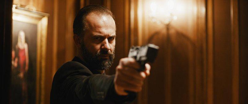 Prizor iz trilerja Korporacija (2019) v režiji Mateja Nahtigala.