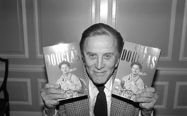 Hollywoodska legenda Kirk Douglas umrl star 103 leta