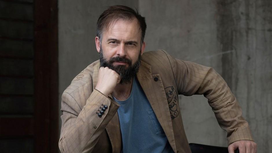 "Uroš Fürst: ""To, kar nas zanima v življenju drugih, ima precej visoko ceno"" (foto: Peter Uhan / SNG Drama Ljubljana)"