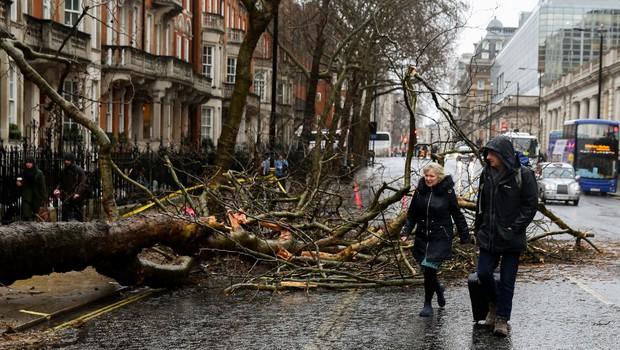 Severni Evropi grozi nevihtna fronta, ki naj bi močno ohromila prometne zveze (foto: profimedia)