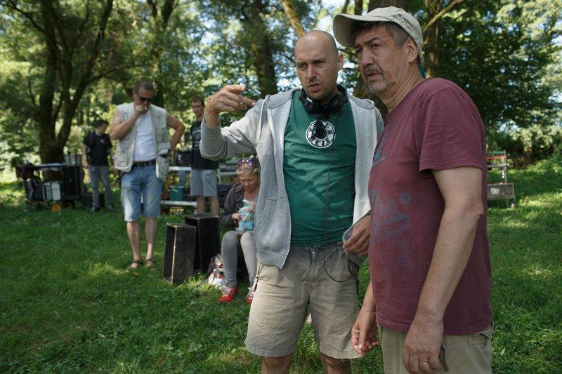 Režiser Martin Turk sredi snemalnega procesa z direktorjem fotografije Radislavom Jovanovom - Gonzom.