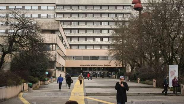 V UKC Ljubljana zapolnjeni intenzivni oddelki, zaradi gripe umrlo devet bolnikov (foto: Nebojša Tejić/STA)