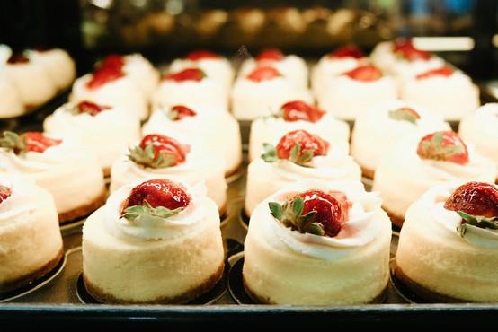 Puhasti 'cheesecake', ki je obnorel Instagram (iz samo 3 sestavin)