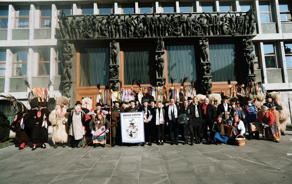 Foto: Kurenti pred začetkom kurentovanja obiskali državni zbor (foto: Kurentovanje Press)