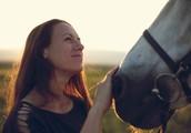 """Terapija s konji: """"Ganljivo je, kako močna čustva lahko privrejo na površje ob konju"""""""
