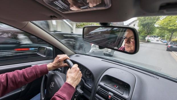 Si predstavljate, da na avtocesti zagledate avto, ki drvi naravnost proti vam? (foto: profimedia)