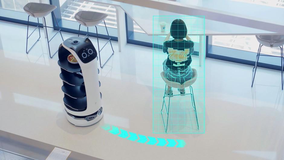 V središču Kabula gostom streže prva robotska natakarica (foto: profimedia)