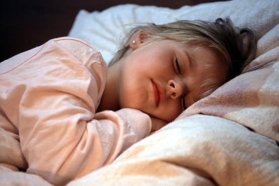 Angelske zgodbe za otroke, ki pomirjajo in zdravijo z ljubeznijo, vodenjem in podporo