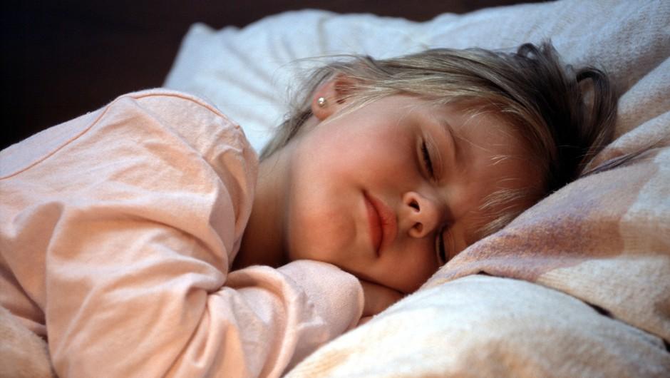 Angelske zgodbe za otroke, ki pomirjajo in zdravijo z ljubeznijo, vodenjem in podporo (foto: profimedia)
