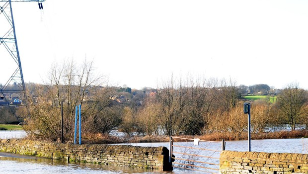 Ciara razmočila tla in napolnila struge, Dennis obeta rušilne poplave (foto: profimedia)