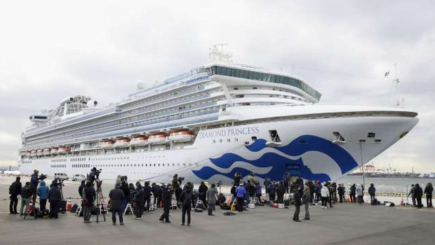 Na ladji za križarjenje v Jokohami več kot 500 okuženih s koronavirusom (foto: Xinhua/STA)