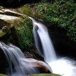 Med trekingom ti družbo delajo mogočni slapovi in brzice. (foto: Andrej Štremfelj)