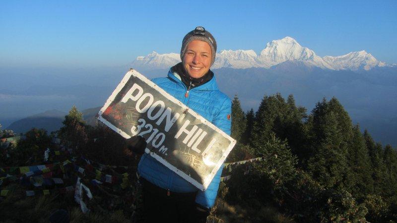 Ni ga čez sončni vzhod na Poon Hillu od koder se odpre pogled na visoke himalajske vršace. Za menoj osemtisočak Daulagiri.