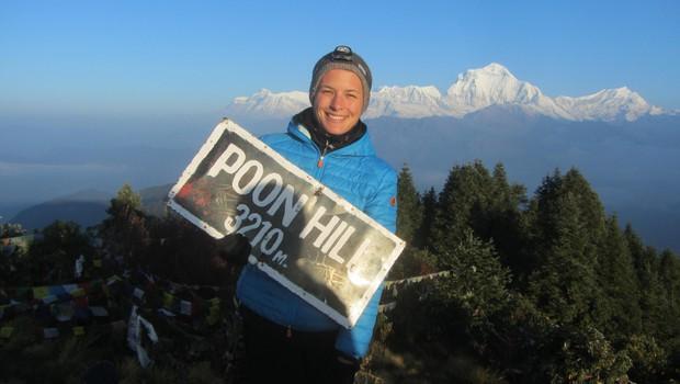 Ni ga čez sončni vzhod na Poon Hillu od koder se odpre pogled na visoke himalajske vršace. Za menoj osemtisočak Daulagiri. (foto: Nika Arsovski)