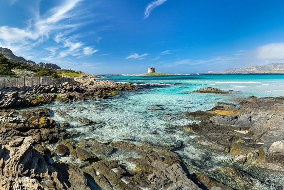 Sardinija turistom omejila obisk znamenite plaže