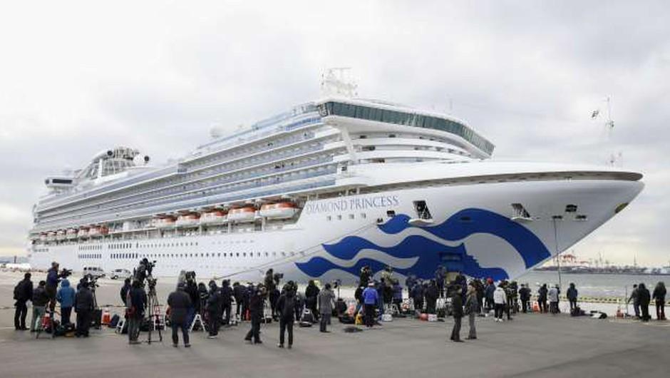 Med okuženimi tudi slovenska potnika ladje Diamond Princess (foto: Xinhua/STA)