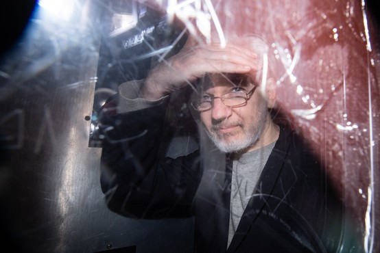 Assange zatrjuje, da mu je Trump obljubljal pomilostitev
