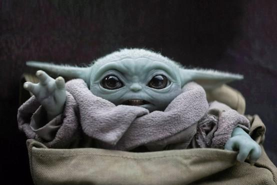 Zaradi novega koronavirusa zamude v dostavi igrač Baby Yoda