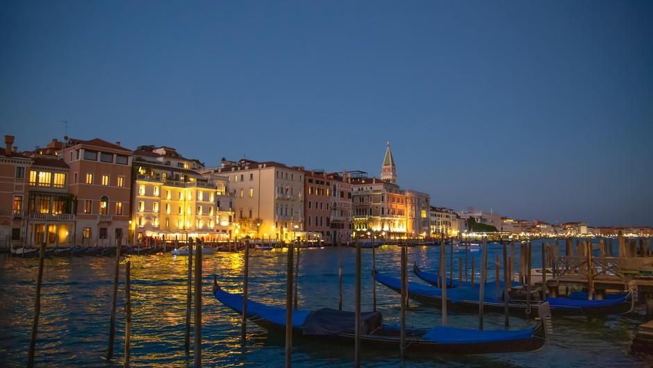 Turistične agencije kljub koronavirusu v Italiji ne odpovedujejo potovanj (foto: profimedia)