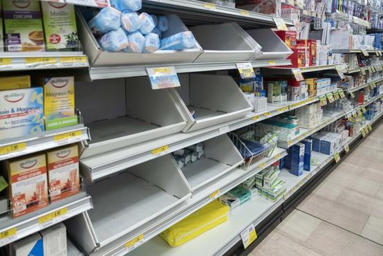 Panika tudi v Sloveniji: na meji z Italijo že praznijo police trgovin