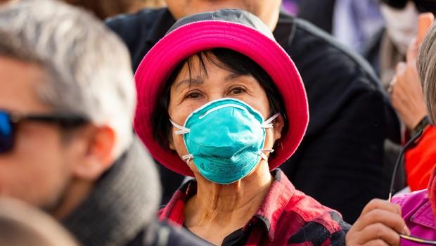 Novi koronavirus najbolj ogroža starejše bolnike s kroničnimi boleznimi (foto: profimedia)