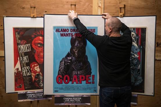 Iztržek na dražbi starih filmskih plakatov trikratno presegel pričakovanja