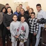 Marcus ima kar pet otrok (na fotografiji z ekipo oddaje Ambienti. (foto: Jasna Marin)