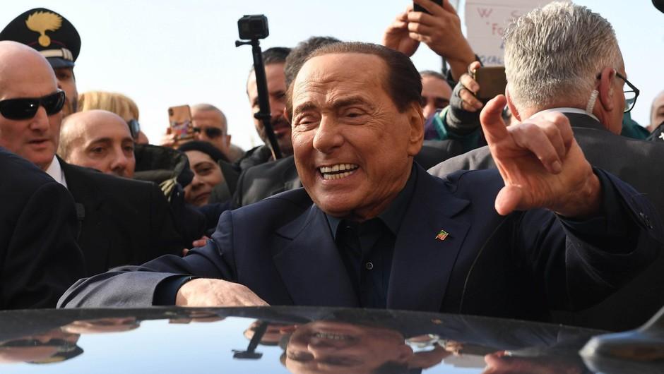 Silvio Berlusconi po 12 letih končal s 34-letnico in zdaj hodi s 30-letno poslanko (foto: profimedia)