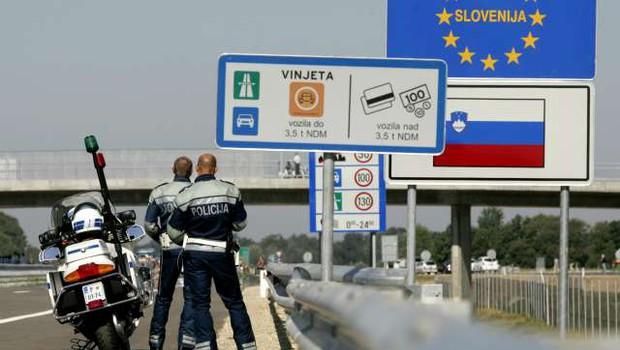Madžarska uvaja nadzor na mejah z Avstrijo in s Slovenijo (foto: STA/Daniel Novakovič)