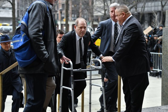 Newyorški sodnik je Harveyju Weinsteinu dosodil 23 let zapora