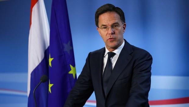 Nizozemski premier se je javno pregrešil zoper svoj nasvet proti širjenju koronavirusa (foto: profimedia)