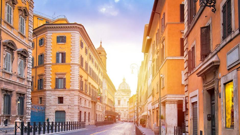 V Italiji so poostrili ukrepe proti širjenju koronavirusa (foto: profimedia)
