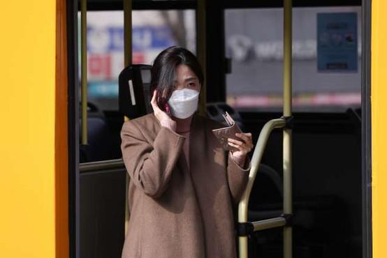 Južna Koreja: število ozdravljenih bolnikov prvič preseglo število novih okužb