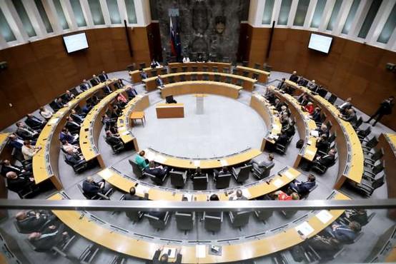 DZ potrdil ministrsko ekipo Janševe vlade