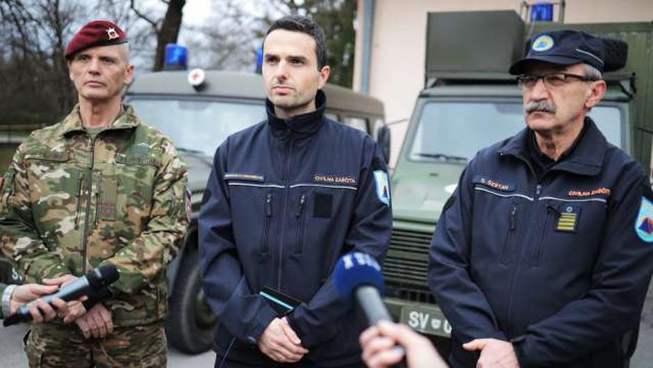 Postavitev izolacijskega centra v ljubljanski vojašnici (foto: STA/Daniel Novakovič)