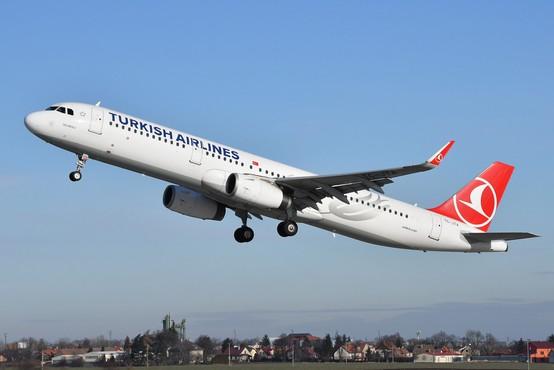 Na letu iz Turčije v Ljubljano je bil tudi okužen potnik