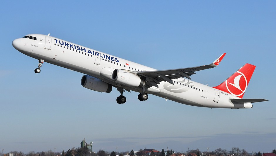 Na letu iz Turčije v Ljubljano je bil tudi okužen potnik (foto: profimedia)