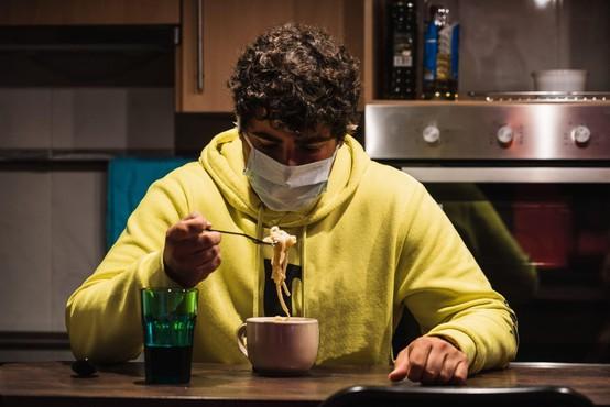 Epidemijo novega koronavirusa zelo verjetno poganjajo prav asimptomatični!