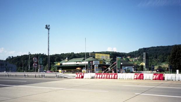 Avstrija in Hrvaška zapirata nekatere mejne prehode s Slovenijo (foto: profimedia)