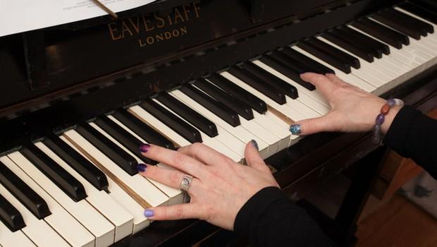 Glasbeniki s koncerti po spletu razbijajo monotonijo omejenega gibanja (foto: profimedia)