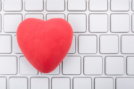 Ljubezen je zaradi koronavirusa omejena na virtualni svet