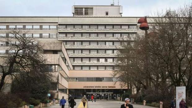 V UKC Ljubljana hospitaliziranih 23, okužbo ugotovili tudi pri enem od drugih bolnikov (foto: Nebojša Tejić/STA)